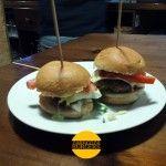 Juepincho: Mini-hamburguesas en La Columna