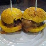 Juepincho: Mini-burgers de colores en Hamburguesería Heroísmo