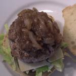 Cocina en casa: Hamburguesa con patatas y cebolla caramelizada by El Cocinero Fiel