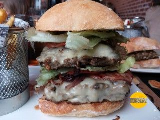84 burger café hamburguesa triglide