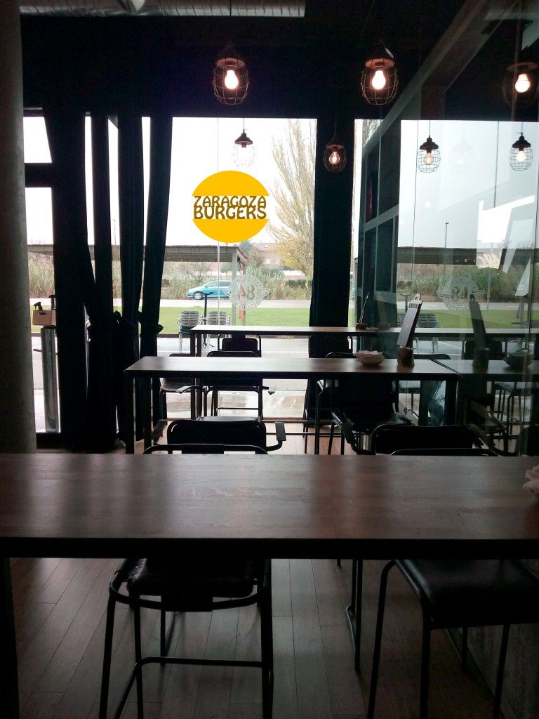 84 burger café local